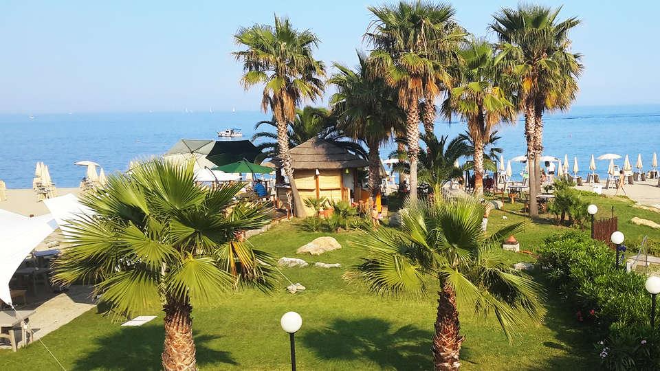 Aregai Marina Hotel & Residence - edit_aregai-bar-spiaggia1.jpg
