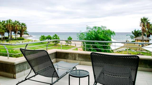Soggiorno in ampia camera quadrupla in un hotel 4 stelle sul mare!