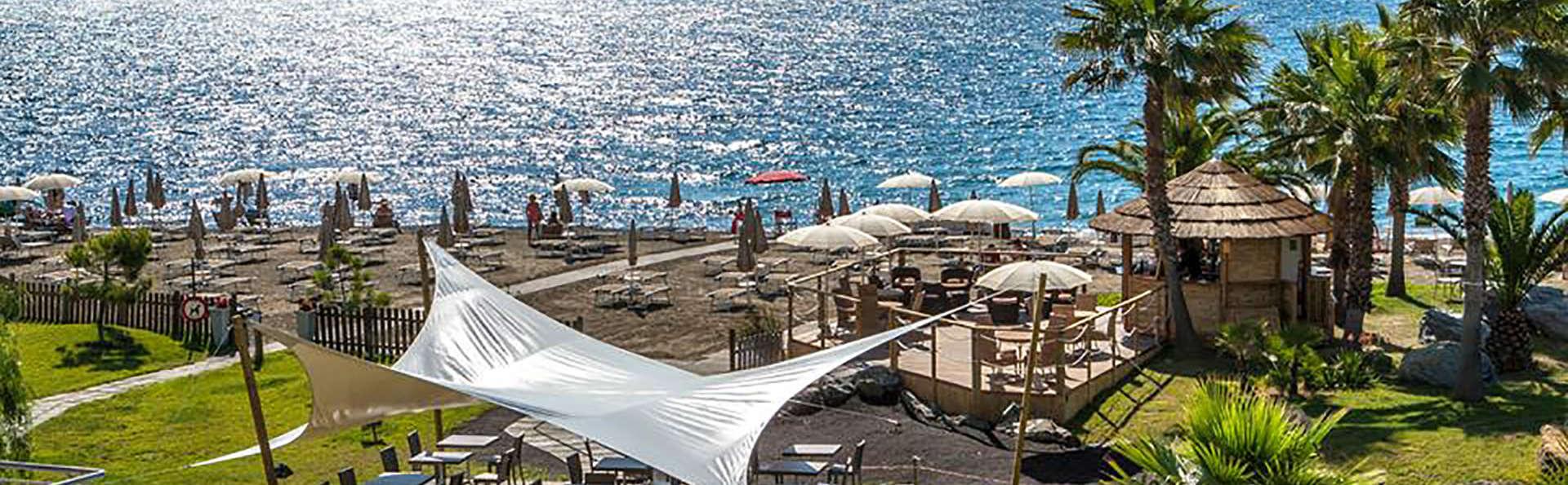 Aregai Marina Hotel & Residence - edit_spiaggia.jpg