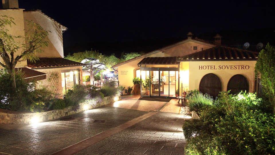 Hotel Sovestro - edit_entrance3.jpg