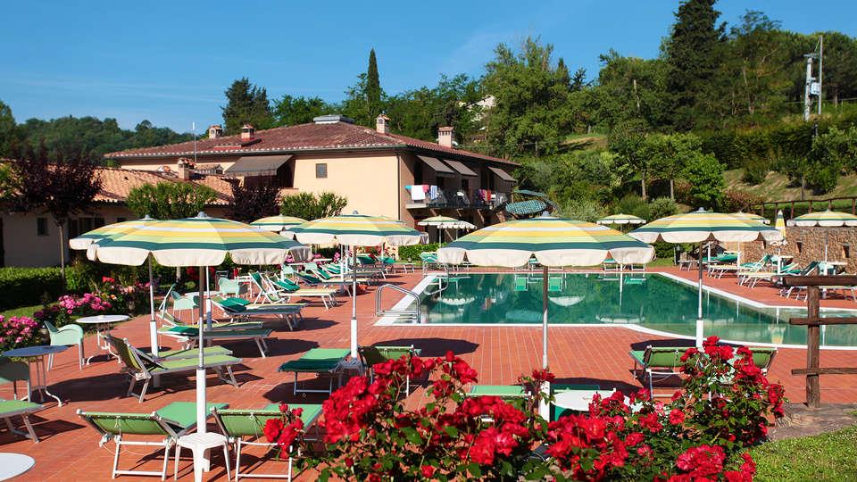 Hotel Sovestro - edit_pool2.jpg