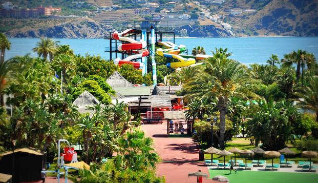 Minivacaciones en Almuñecar al lado del mar y con entradas al parque Aquatropic (desde 3 noches)
