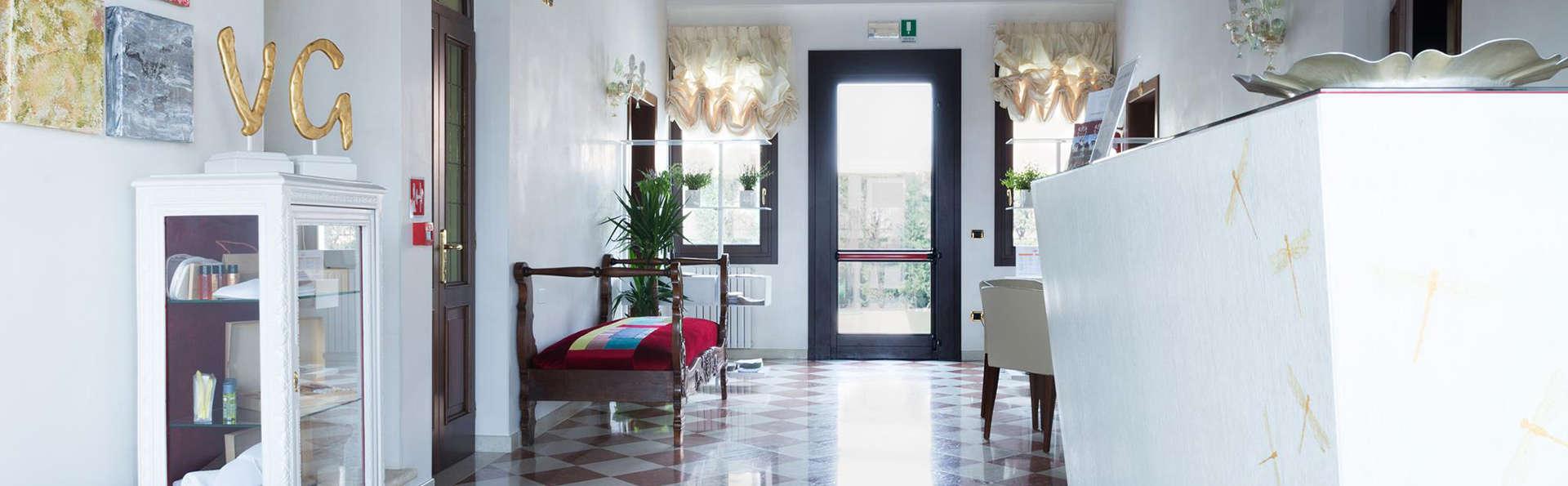 Hotel Villa Gasparini - EDIT_Hall18.jpg