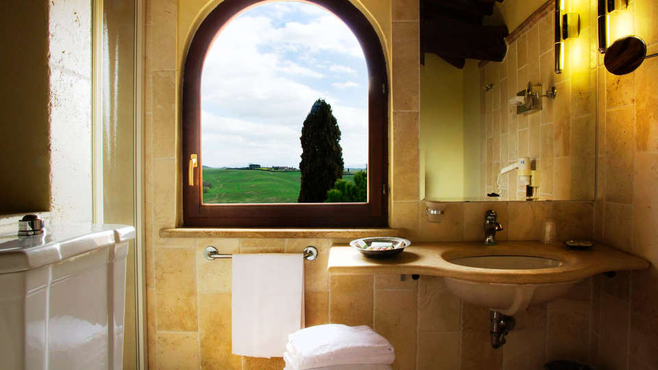 Castello di Leonina Relais - edit_bath1.jpg