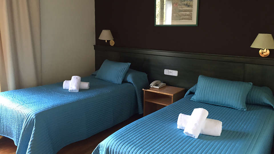 Hotel Lac Vielha - edit_room1.jpg