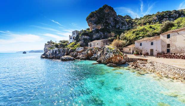 Soggiorno di 3 notti nell'incantevole Sicilia con mezza pensione ed ingresso a Baia alle Grotte