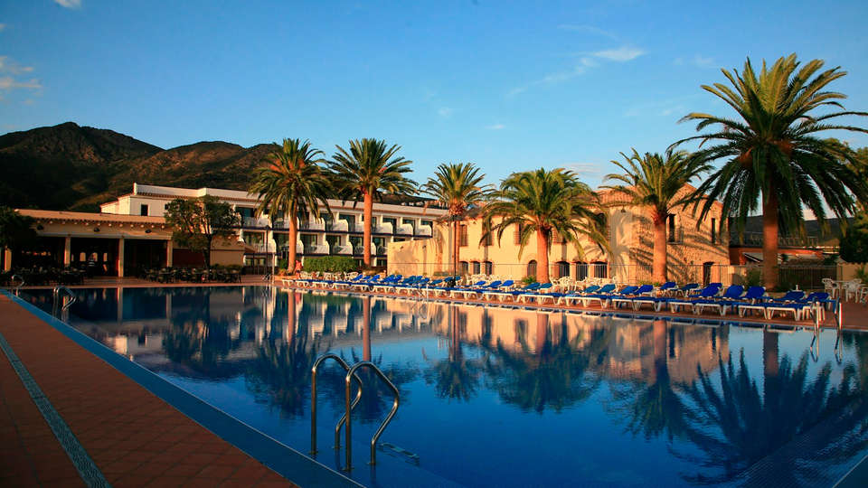 Hotel San Carlos - edit_Fachada-2.jpg