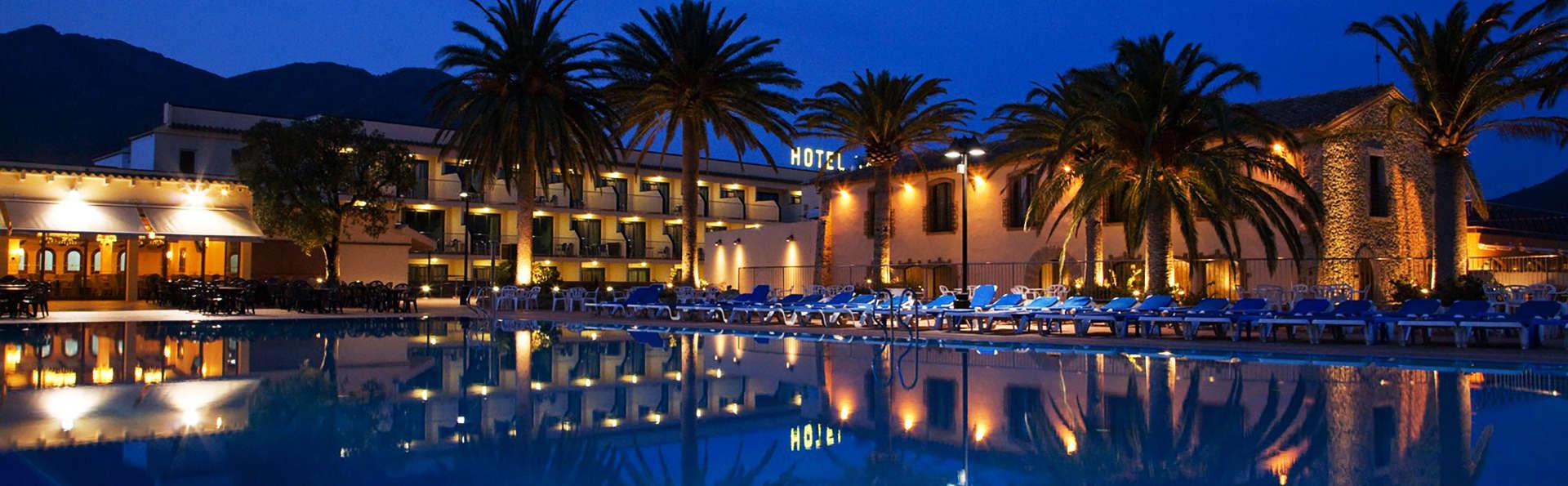 Hotel San Carlos - edit_Piscina-exterior-de-noche-2.jpg