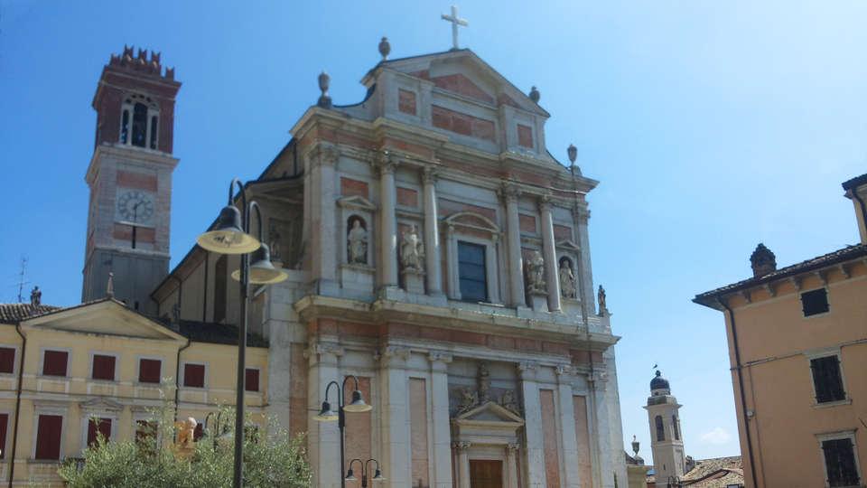 Albergo Belvedere - edit_Chiesa_di_Caprino_Veronese.jpg