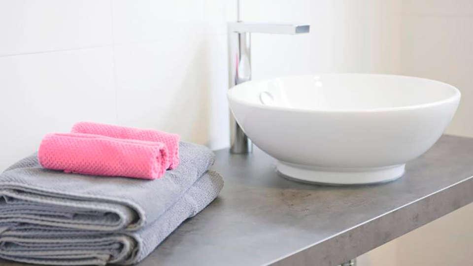 Hotel Restaurant Carpe Diem - edit_bathroom.jpg