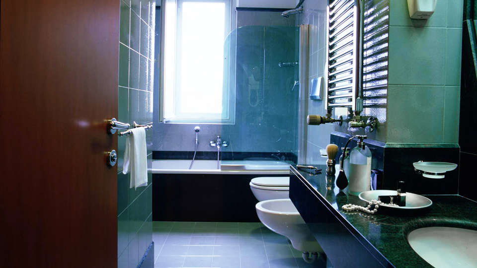 Perugia Park Hotel - edit_bath.jpg