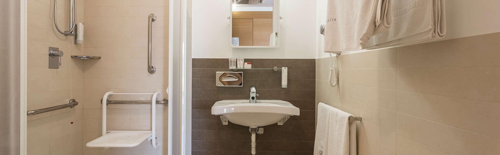 Hotel Villa Carlotta - EDIT_camera-malavita-classic-_10_.jpg