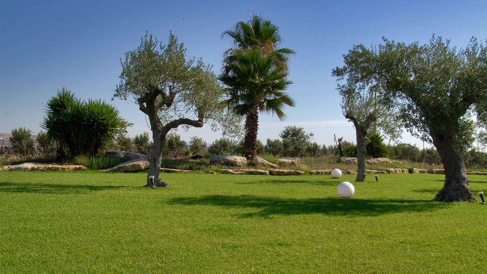 Hotel Villa Carlotta - EDIT_garden1.jpg