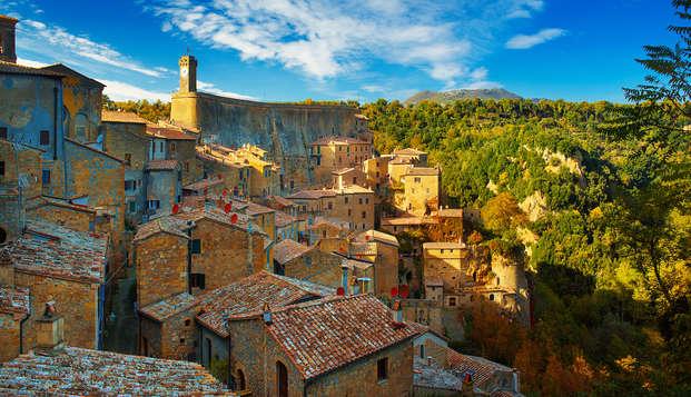 Séjournez à Sovana et admirez la beauté de la Toscane, pour une escapade culturelle et relaxante