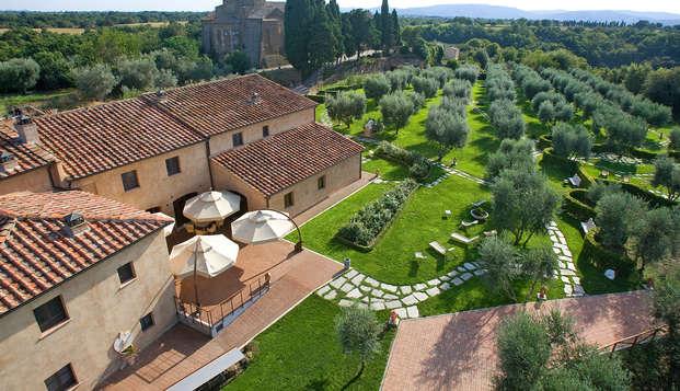 Village de charme au milieu des vignes toscanes
