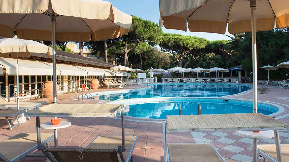 Park Hotel Marinetta - edit_pool_outdoor.jpg