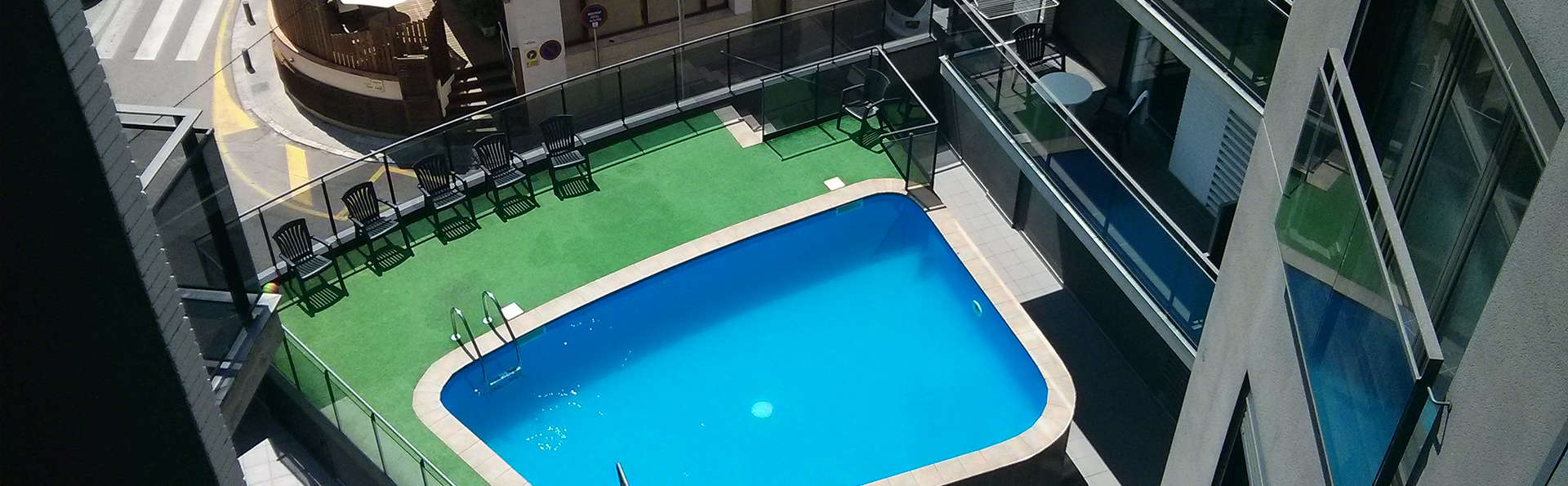 Acacias Suites y Spa - edit_Outdoor-pool1.jpg