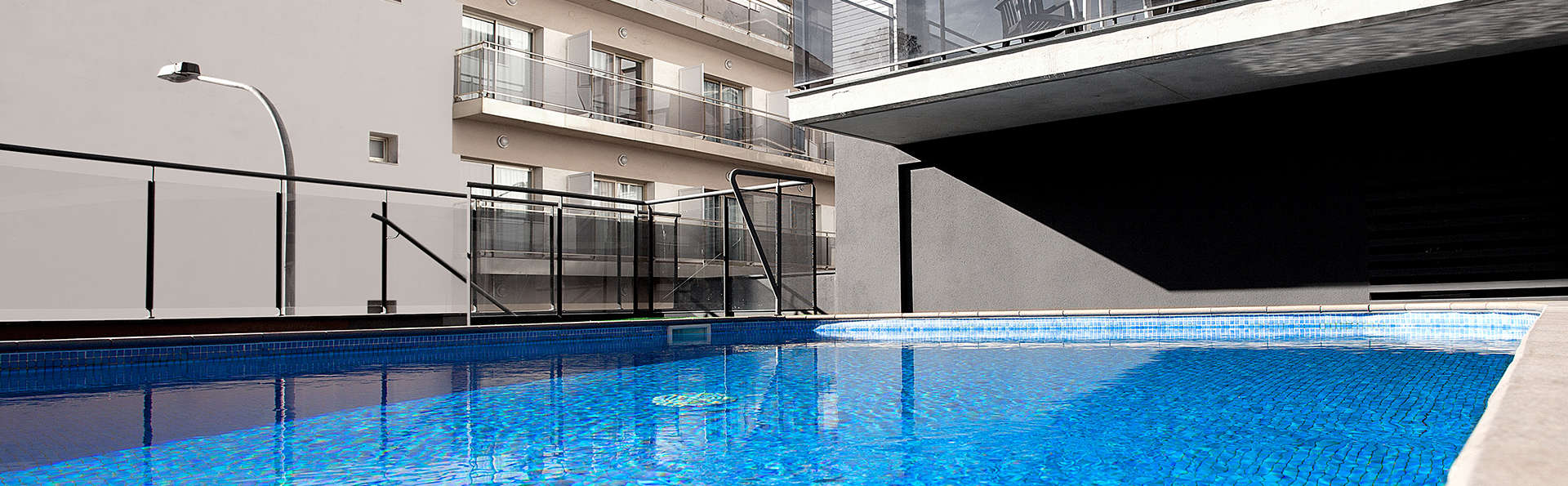 Acacias Suites y Spa - edit_Outdoor-Swimming-Pool-Hotel-Acacias-Suites-_-Spa-Lloret-de-Mar-_1_.jpg
