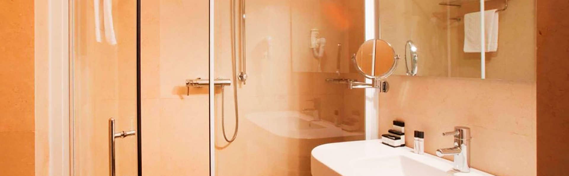 Hotel Vittoria Resort & Spa - edit_bath.jpg