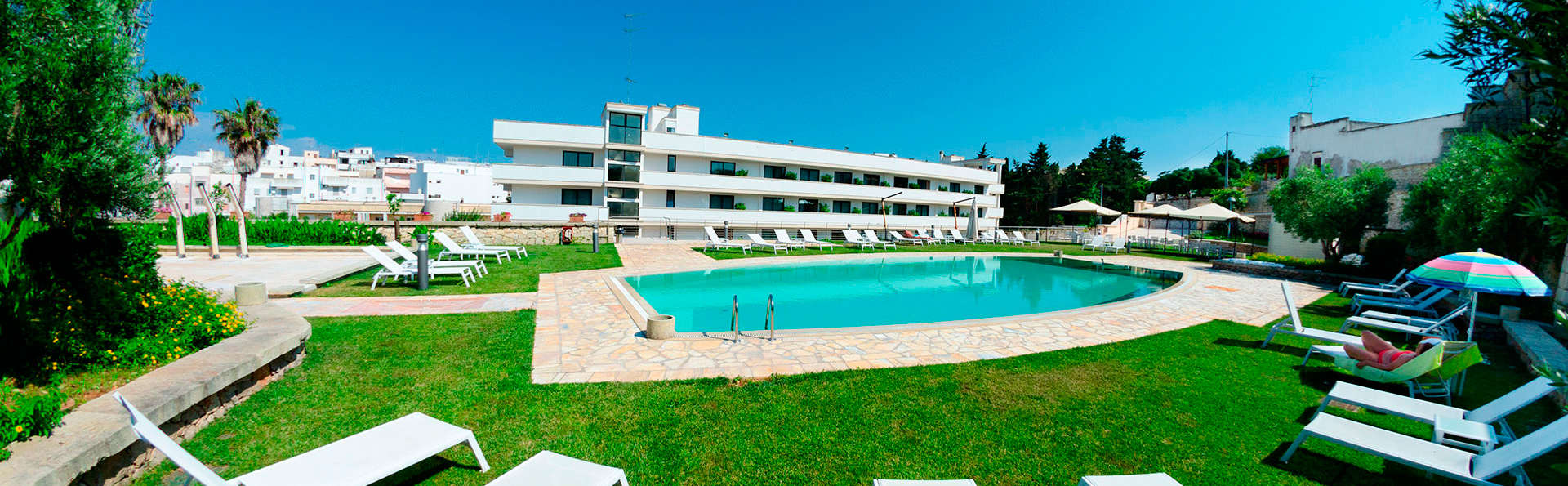 Hotel Vittoria Resort & Spa - EDIT_pool.jpg