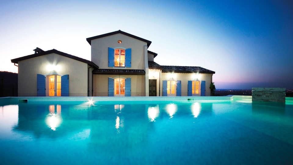 Borgo Conde Wine Resort - edit_Piscina-_1_.jpg