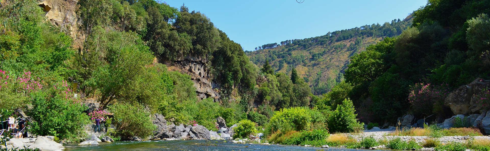 Mareneve Resort - edit_Fotolia_54295702_river-near-to-etna.jpg