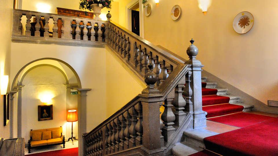 Hotel Bosone Palace - edit_Scalinata-principale.jpg