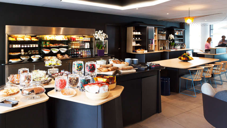 Novotel Suites Paris Montreuil Vincennes - edit_buffet.jpg