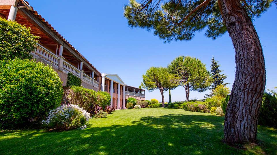 Castel Provence - edit_Exterieur_jardin_02_Compres.jpg