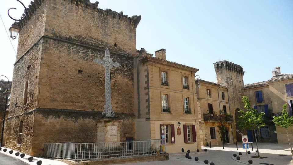 Vacancéole - Résidence Pont Du Gard - edit_Rempart_a_Remoulins.jpg