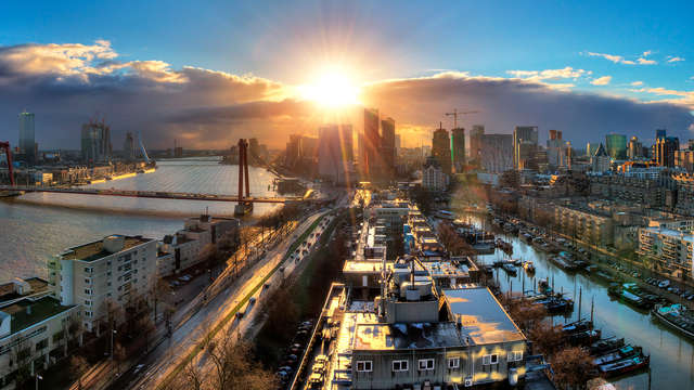 Découvrez le port mondial et le centre animé de Rotterdam