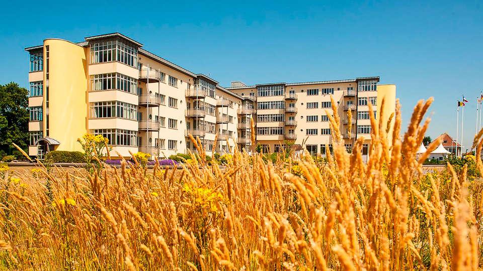 C-Aparthotel Zon en Zee - EDIT_front.jpg