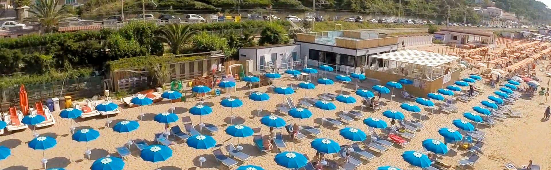 Hotel Pineta - edit_beach_SPIAGGIA-AR.jpg