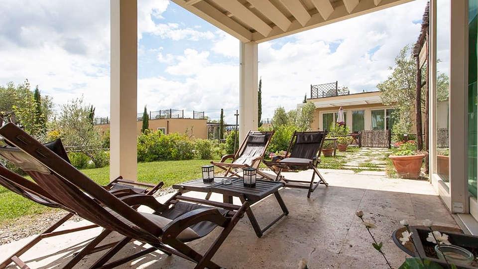 Toscana Biovillage - edit_terrace.jpg
