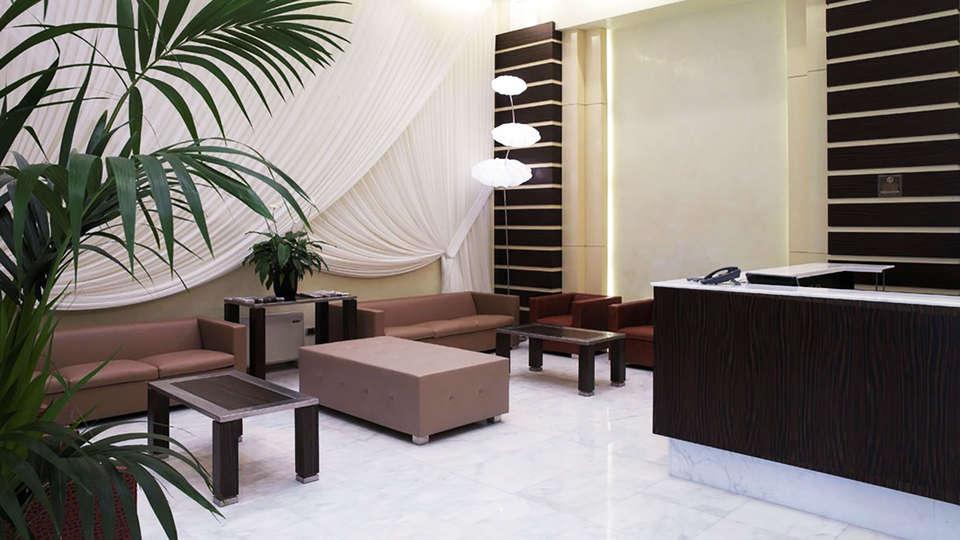 Papillo Hotels & Resorts Roma - edit_reception.jpg