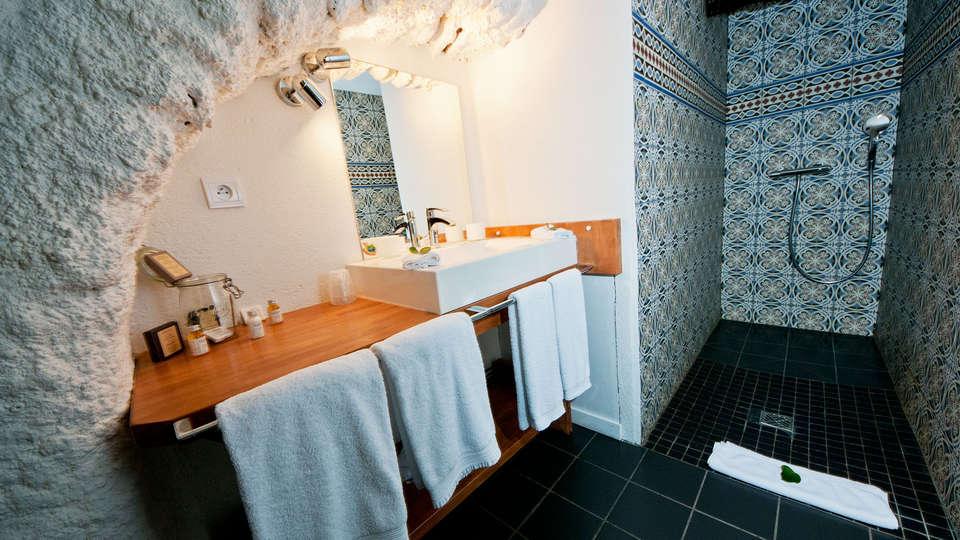 Casa9 Hôtel - edit_bath.jpg