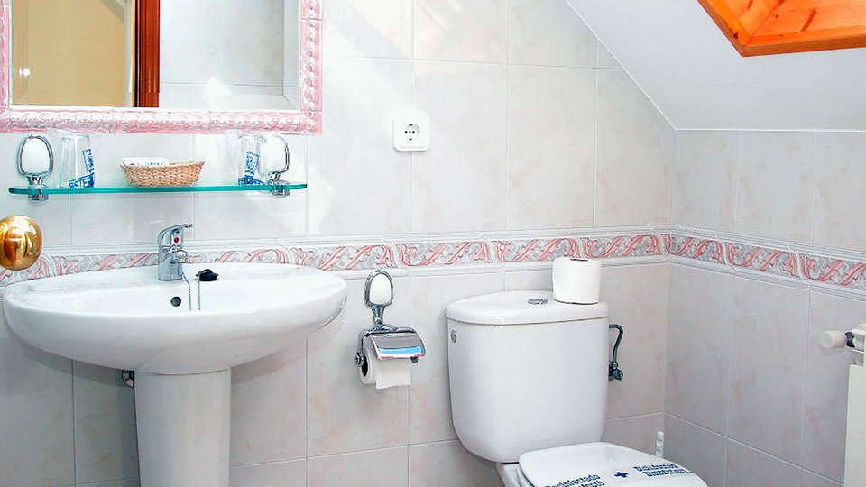 Hotel Piñeiro - edit_bath.jpg