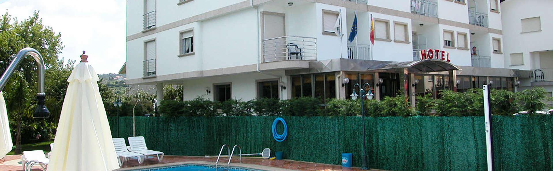 Hotel Piñeiro - edit_Fachada-Piscina.jpg
