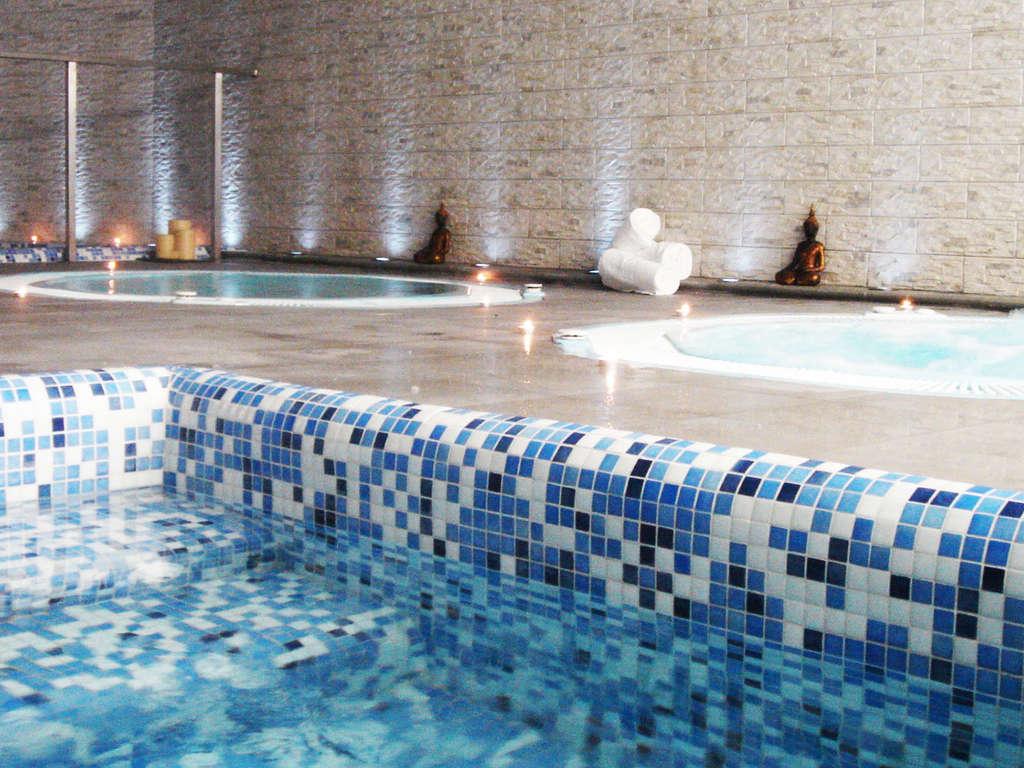 Séjour Andalousie - Détendez-vous dans une suite junior avec bain à remous privé et spa à Grenade  - 4*