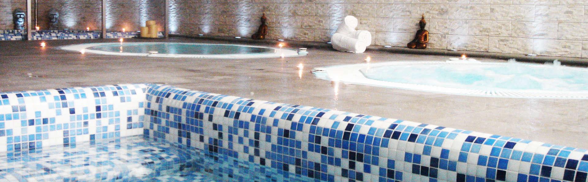 Détendez-vous dans une suite junior avec bain à remous privé et spa à Grenade