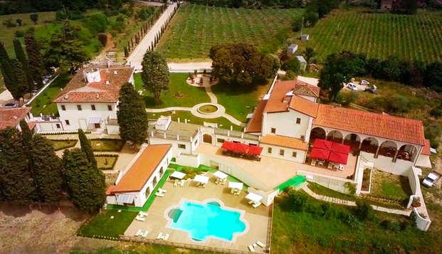 Una noche con desayuno y extra de habitación en lujosa villa de 5* en Florencia