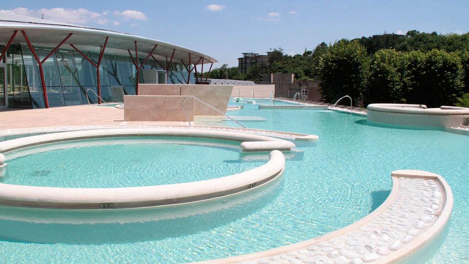 Hotel Miralaghi - edit_pool1.jpg