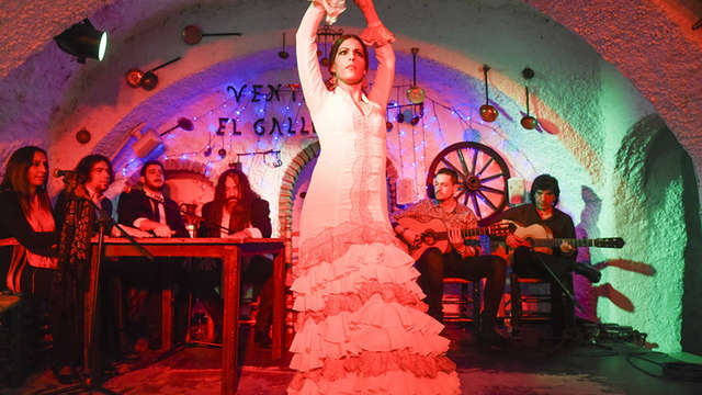 Visita al Albaicín, al mirador de San Nicolás y espectáculo de flamenco (con bus incluido) para 2 adultos
