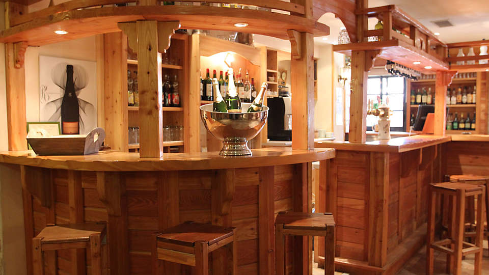 Hôtel Les Autanes - EDIT_bar.jpg
