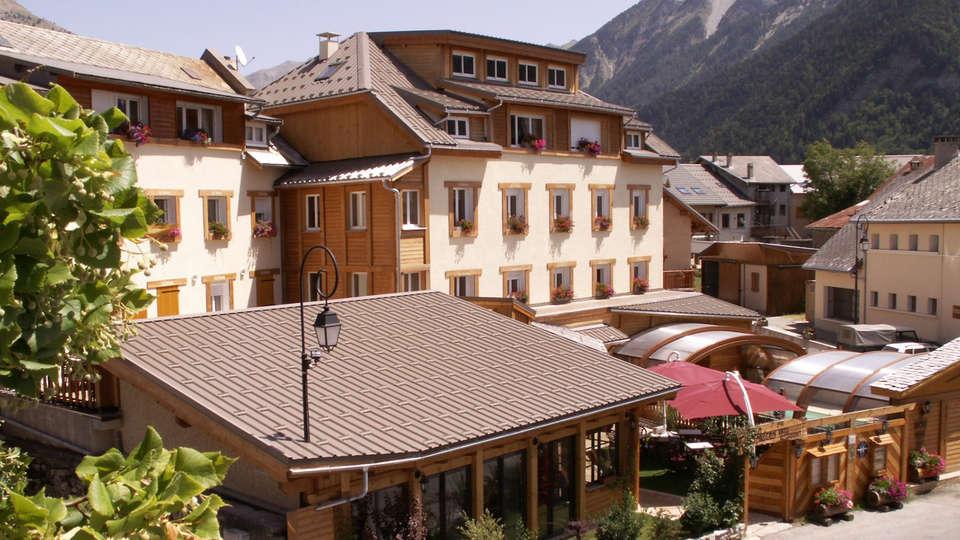 Hôtel Les Autanes - EDIT_front42.jpg