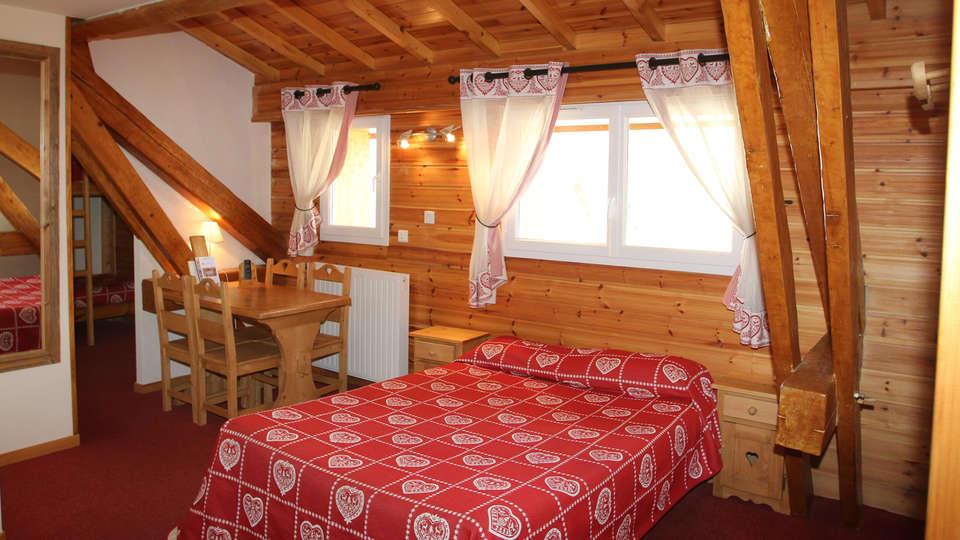 Hôtel Les Autanes - EDIT_room1.jpg