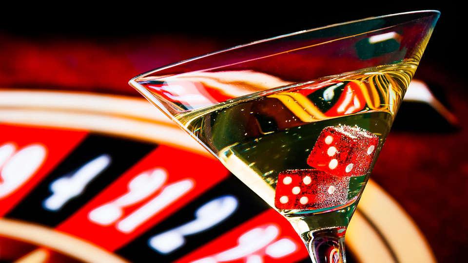 Hôtel Spa du Béryl  - EDIT_casino_drink.jpg