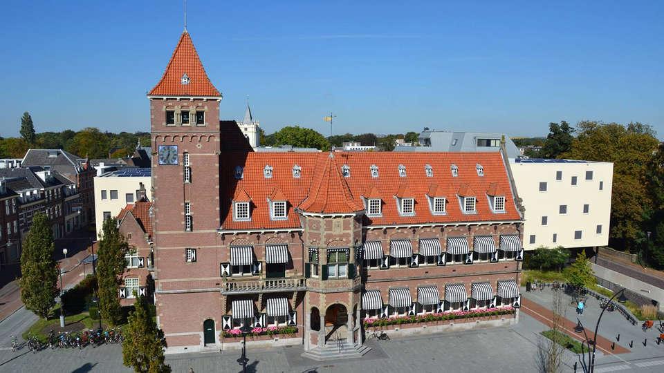 Hotel Theater Figi - EDIT_surroundings3.jpg