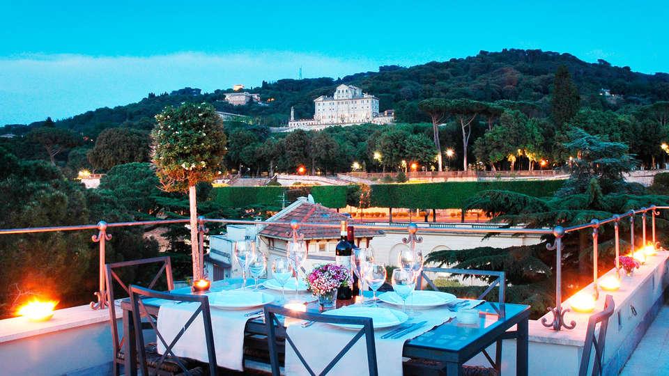 Hotel Flora - edit_terrace.jpg