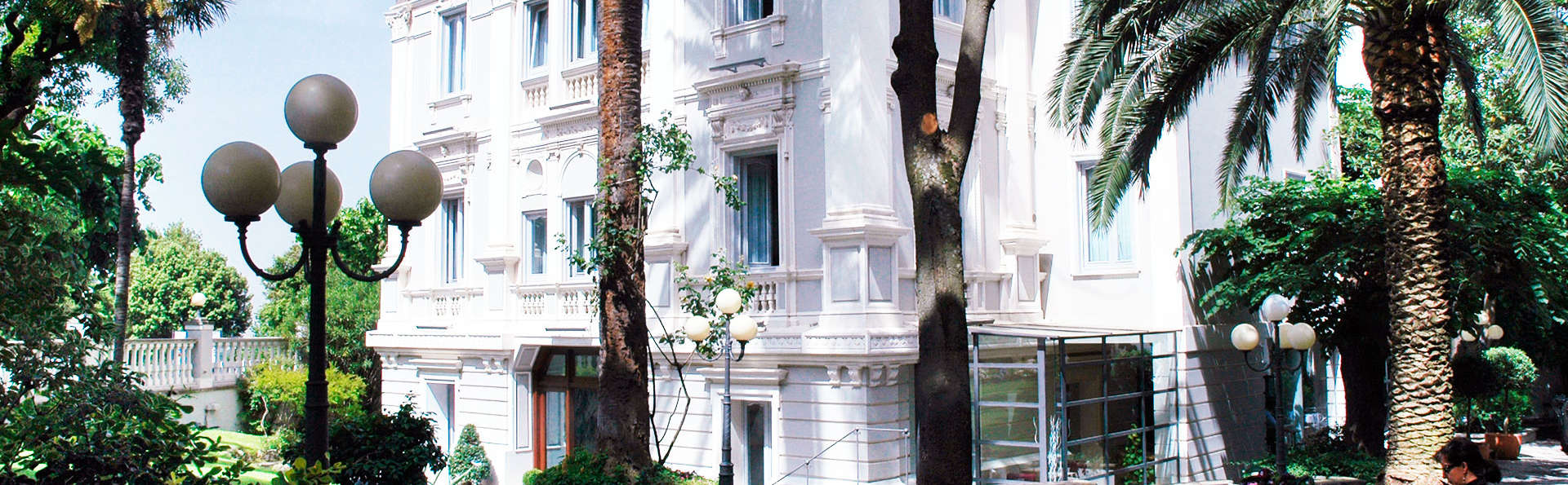 Hotel Flora - edit_Vista-Villa-principale.jpg